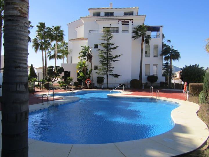 Spacious Alhaurin Golf apartment -communal pool
