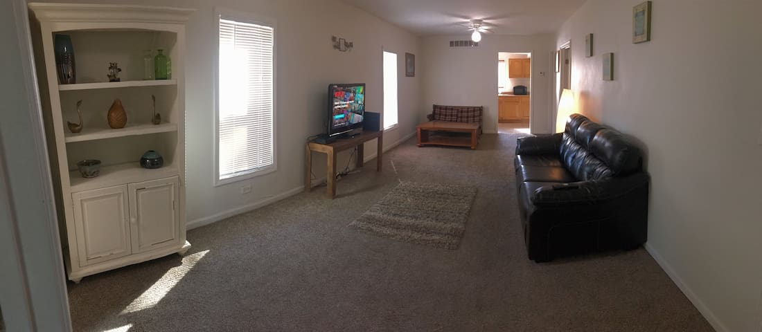 Cozy 3-br, 1-bath Apt. with AC Near Naval Base