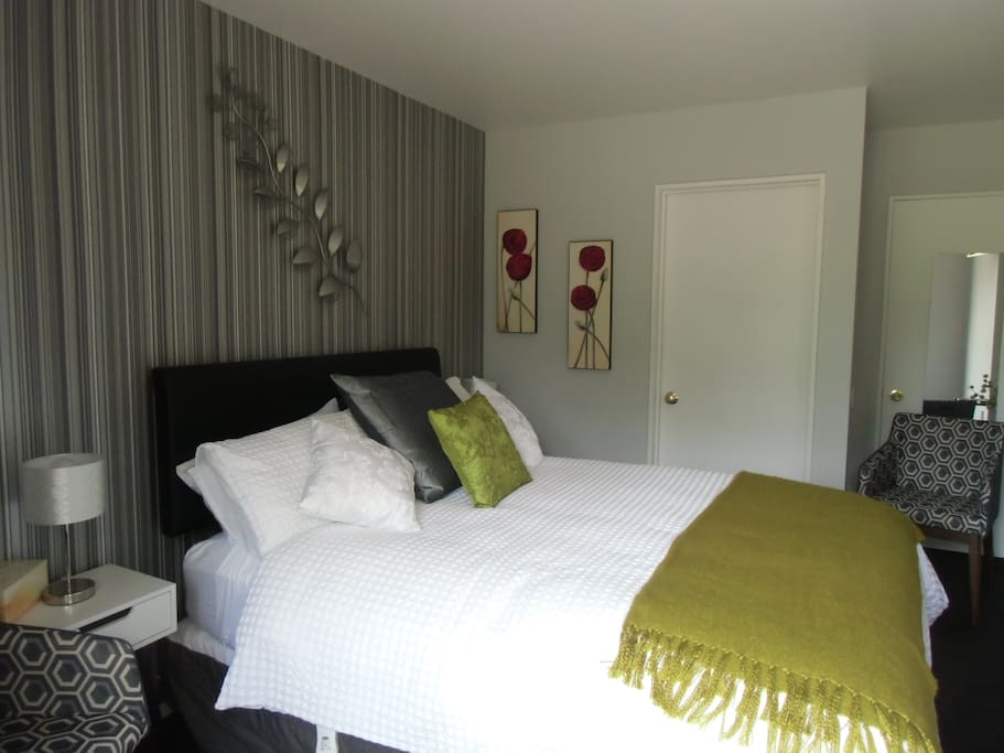 Studio unit self contained with private ensuite bathroom