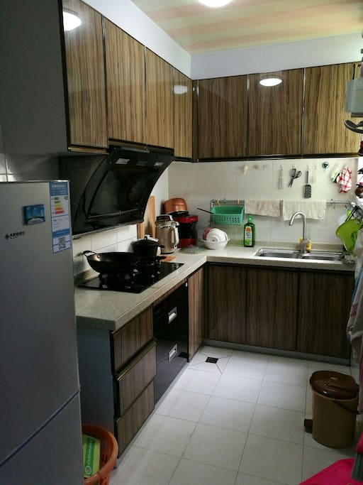 Clean bright kitchen, well organized tools, always dry and neat floor, good quality ingredients and olive oil of Spain. You are free to make the best of it, no extra cost to you on condition no wasting.  And we provide breakfast if you like, you can eat what we eat.