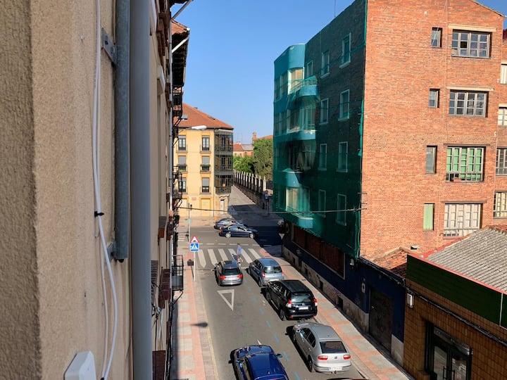 Piso amplio y luminoso en el centro de León.
