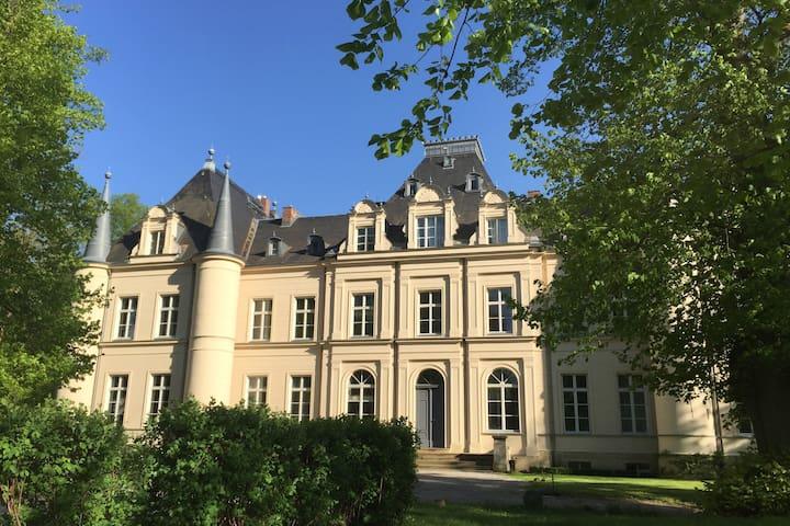 """Apartment """"Fontane"""" at Schloss Lanke castle"""