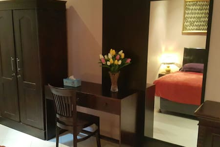 Comfy en suite room in Senggigi 5min to beach - Batu Layar - House