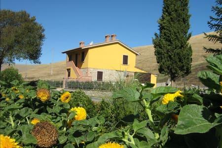 Podere Bellosguardo - Alabastro, sleeps 5 guests - Volterra - Villa