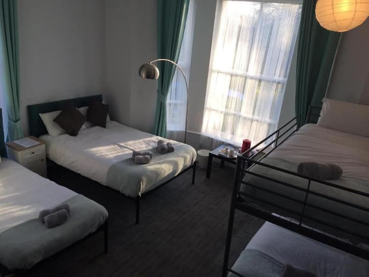 Queens Guest House Family rooms