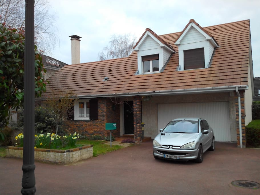 Grande maison jardin 10 min rer a maisons louer montesson le de france france - Garage nicolas champ sur drac ...