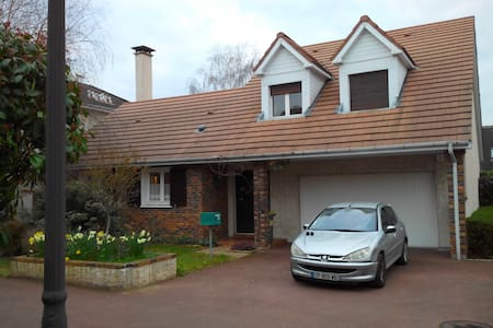 Large house  - 10 min from subway - Montesson - 独立屋
