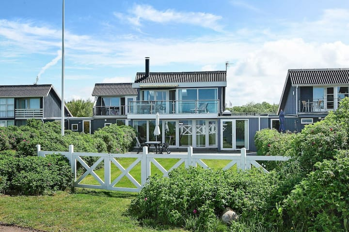Riveting Holiday Home in Hemmet near Sea