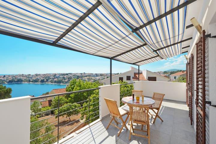 The Nice Sea View Apartment - Charming Place - Okrug Gornji - Flat