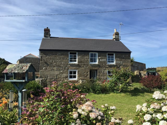 Idyllic Cornish Gem Near The Sea!