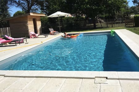Country house with pool only 10 mins from Bordeaux