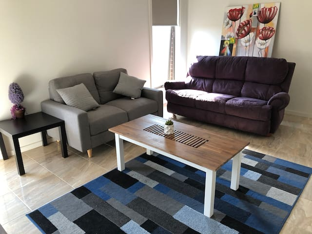 Beautiful New  4 Bedroom  in Werribee, Free Wifi