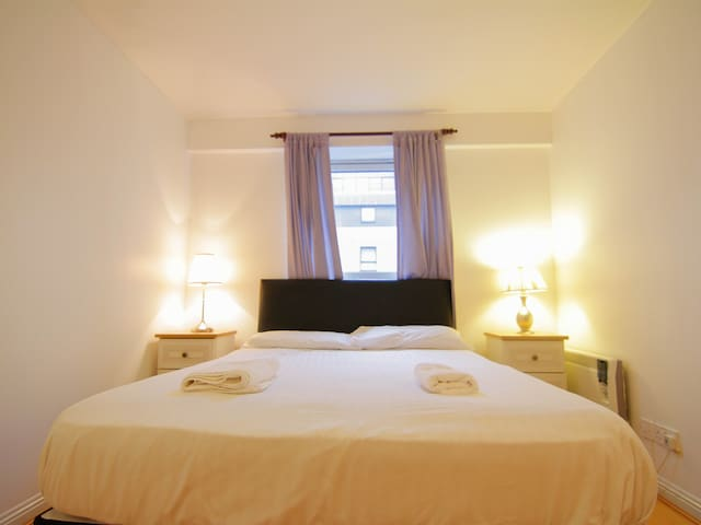 3 bedroom City centre suite by the Clyde