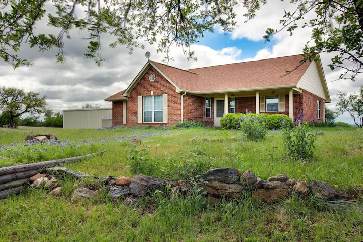 Spacious and dog-friendly home w/ grill & patio - near the golf course!