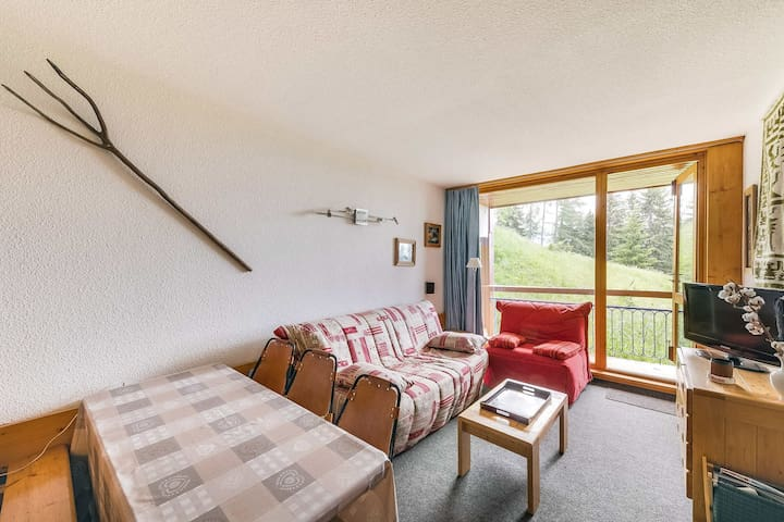 Charming 2 rooms flat for 6 guests in Arc 1800 at the heart of the resort, close to the slopes and shops, in the Villards village
