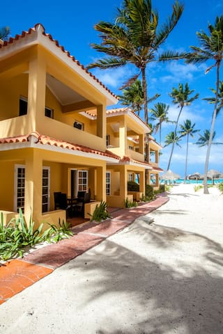 GREAT DEAL ,RIGHT ON THE BEACH  2b/2b ( 2nd floor)