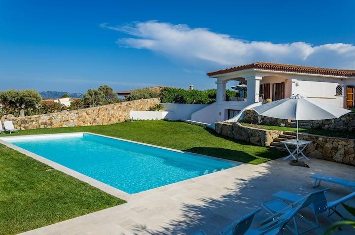 Villa Smeralda! Swimming pool, beautiful sea sight