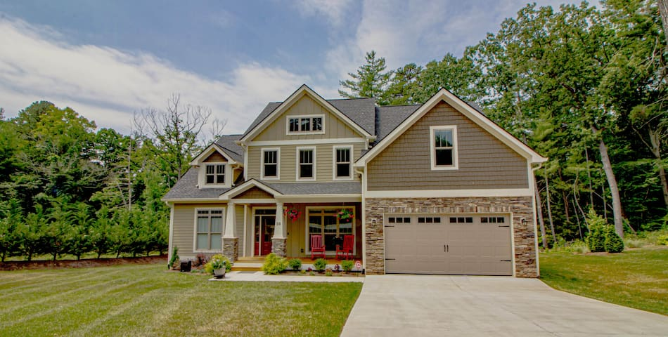 South Asheville Getaway and close to everything!