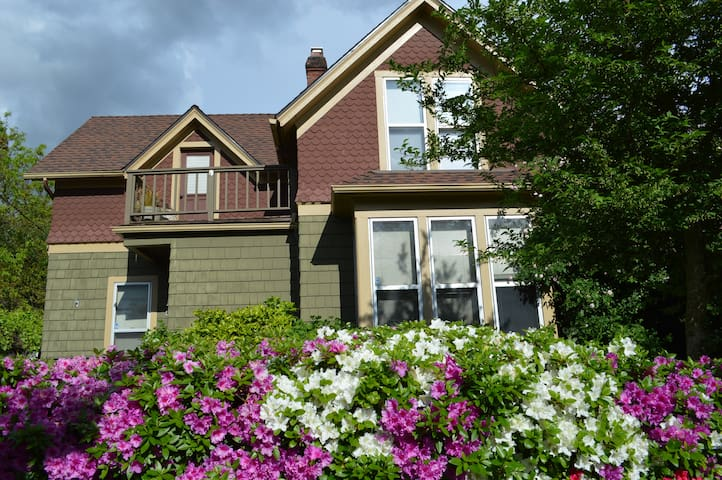 The Hutch: A Century-Old Home, Full Breakfast - Portland - Bed & Breakfast
