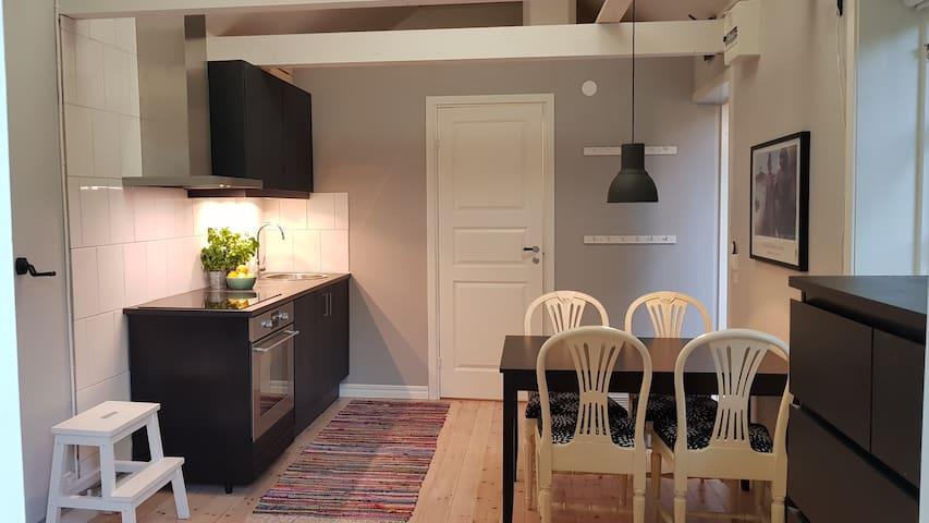 Liten studio/stuga, 35 minuter från Stockholm.