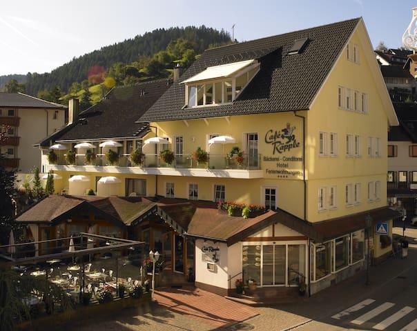 Hotel-Garni Café Räpple (Bad Peterstal-Griesbach), Einzelzimmer Plus mit Dusche/WC