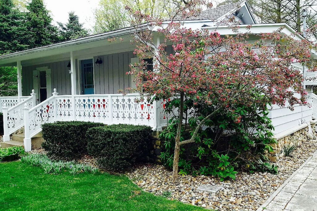 Maple Hill Cottage - Cabins for Rent in Saugatuck ...