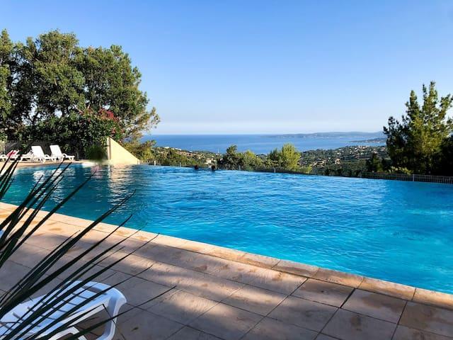 appartement vue sur la mer avec piscine