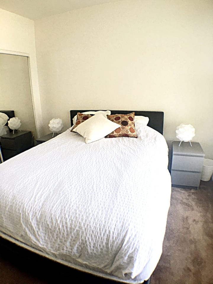 Private bedroom 5 min to Santa Monica