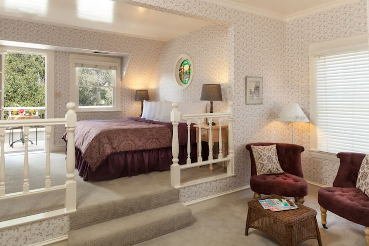 Romantic balcony suite in  Alice in Wonderland themed B & B with breakfast and wine hour included.