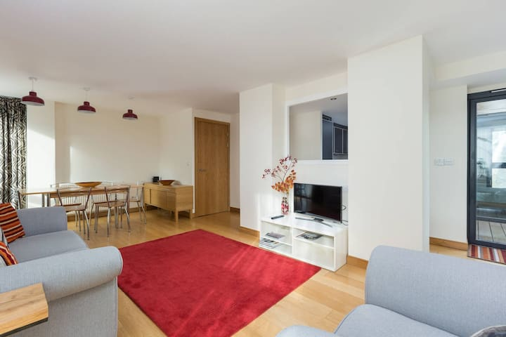 Bright 3 bed New Build overlooking water of Leith - Edinburgh - Apartment