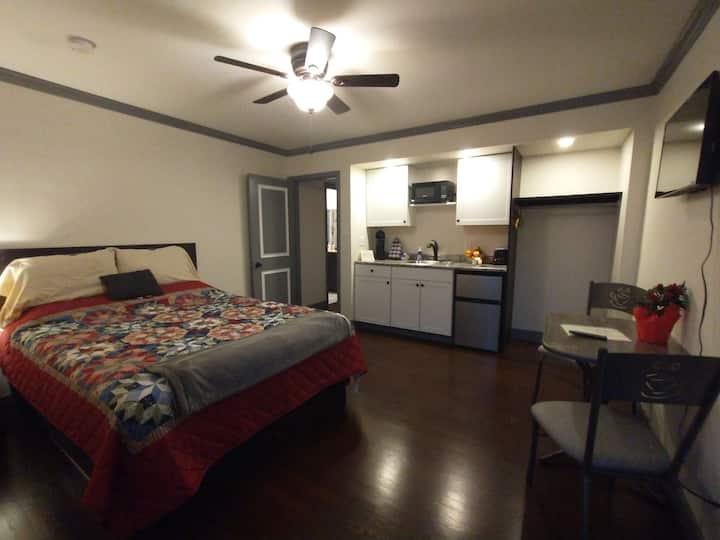 Guest Suite (cozy studio apartment)