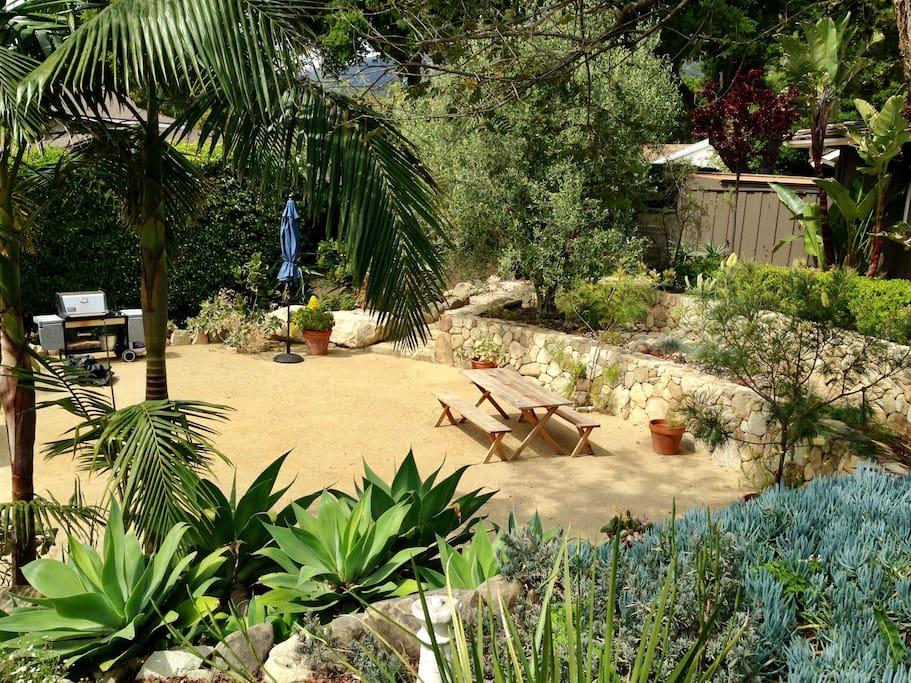 Sunken garden with barbecue & pingpong