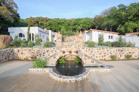 Tarifa Kitesurfing Villa, Sea Views, Pool, Gardens