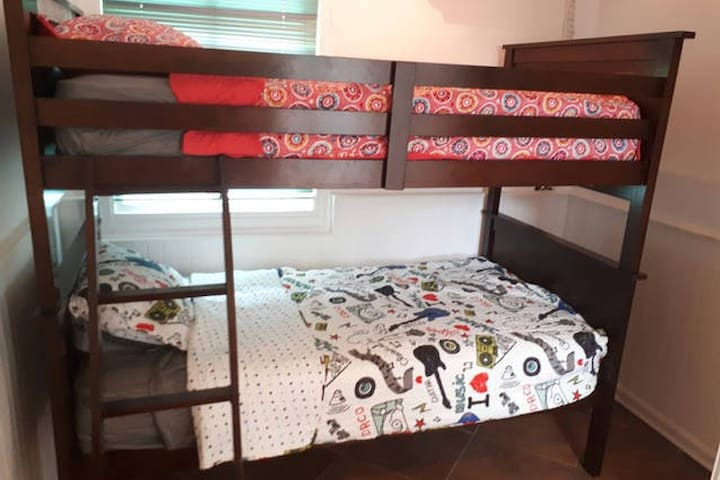 Private Bedroom with Bunkbed, AC and shared bath - Gamboa - House