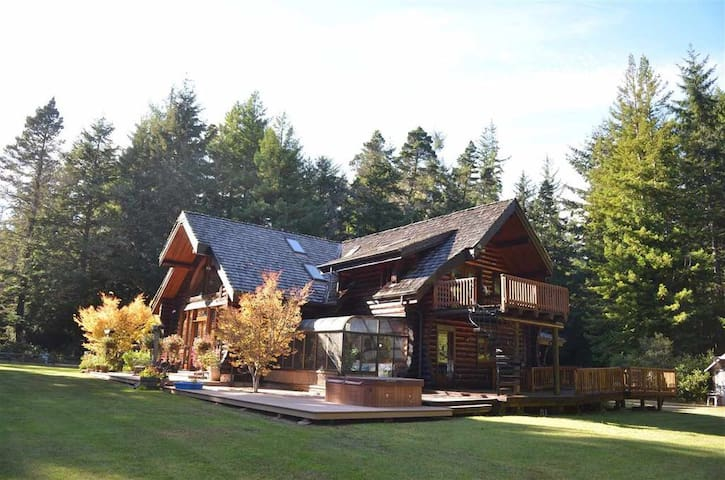 Redwood Log cabin room - B