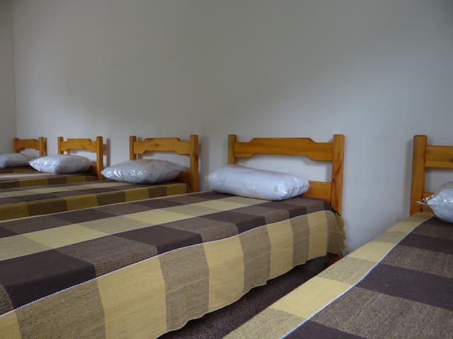 Dormitório - 5 camas solteiro - Casa do Cogumelo