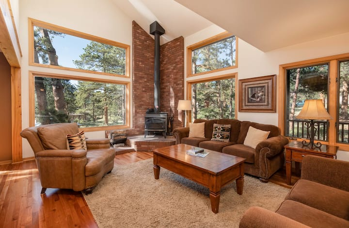 New Listing! Beautiful Mountain Home, Hot Tub! WOW