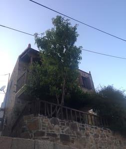 Παραδοσιακό σπίτι στην μαγευτική Βολισσό