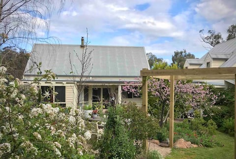 The Lofty Cottage @ Northrock Vineyard