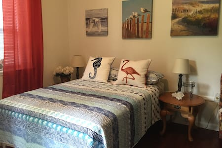 Cozy Guest House w/ Private Entrance - Tallahassee