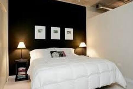 Room in charming Pleasanton - Pleasanton - Σπίτι