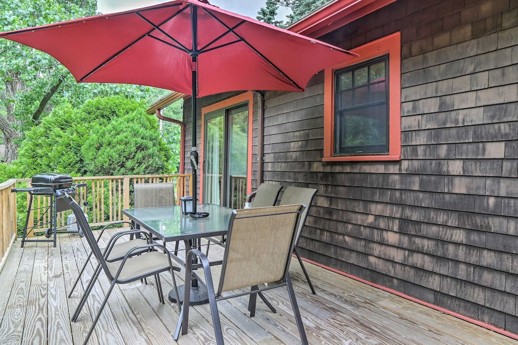 Up to 8 guests will adore the spacious back deck.