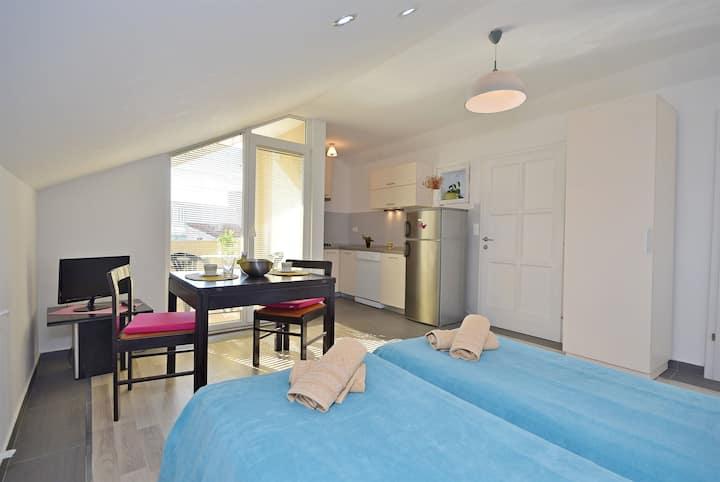 Studio Apartmá na pobřeží, 30m od centra, v Vodice, Balkon