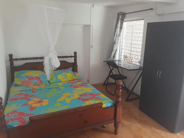 Chambre dans une maison avec entrée indépendante