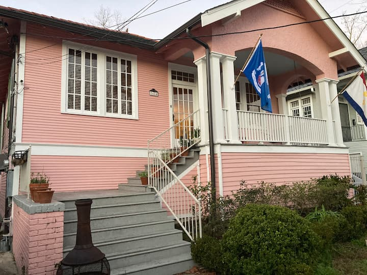 Pink Pelican - An Ideal Location to Explore NOLA!