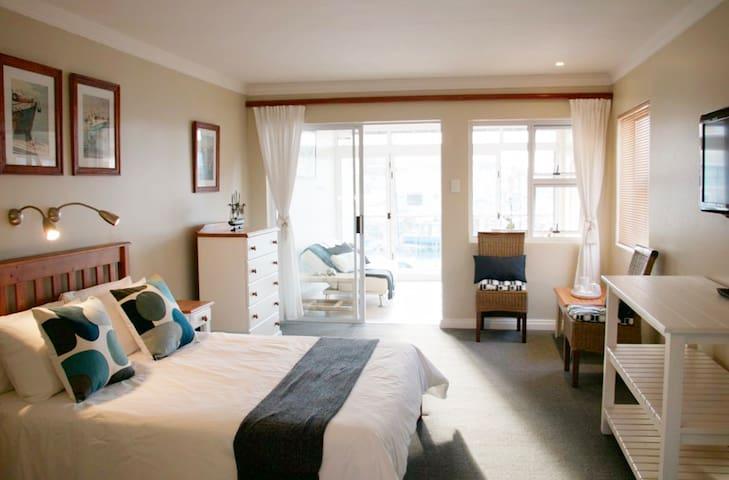 Luxury Studio Apartment in Port St Francis