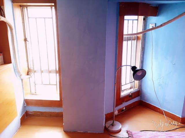 阁楼卧室主卧 女生家庭客栈 - 深圳市 - Loft