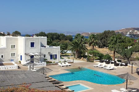 Apartment on the beach with pool(in Ios Island)
