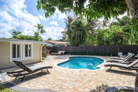 Entire 1 Br/1 Bath guest house. Amazing location. - Fort Lauderdale - Pensió