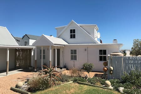Beautiful Beach House in Grotto Bay - Grotto Bay - Huis